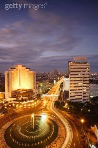 Jakarta. sumber: ombakblog.files.wordpress.com