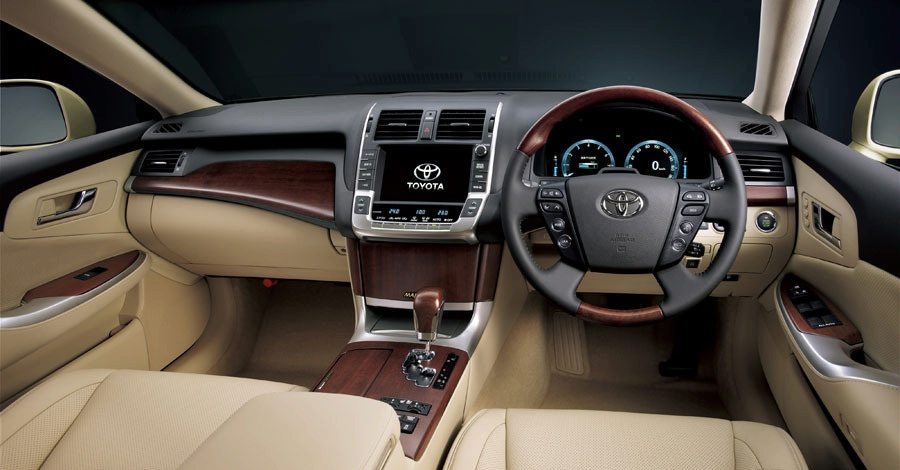 Auto Car: Toyota Crown and Nissan Used Cheap, Full Luxury Sedan